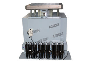 ISO Standard Bump Tester Machine For Electronic Products Shock Testing