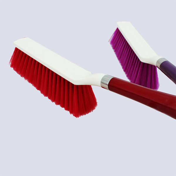 plastic bristle cleaning products hot sale plastic bed dust brush with handle for bed cleaning