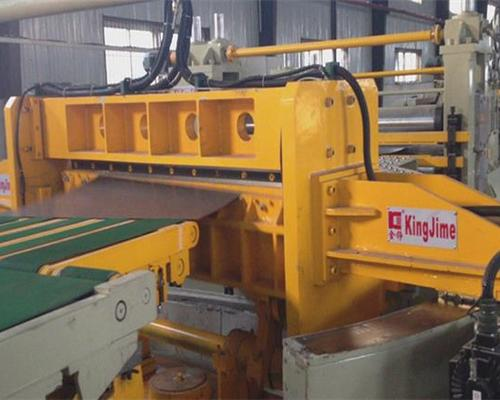 Swing shearing cut to length line