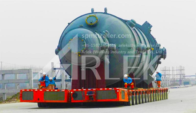 A petrochemical user adopted our company's towing bar type SPMT to transport a large chemical tank