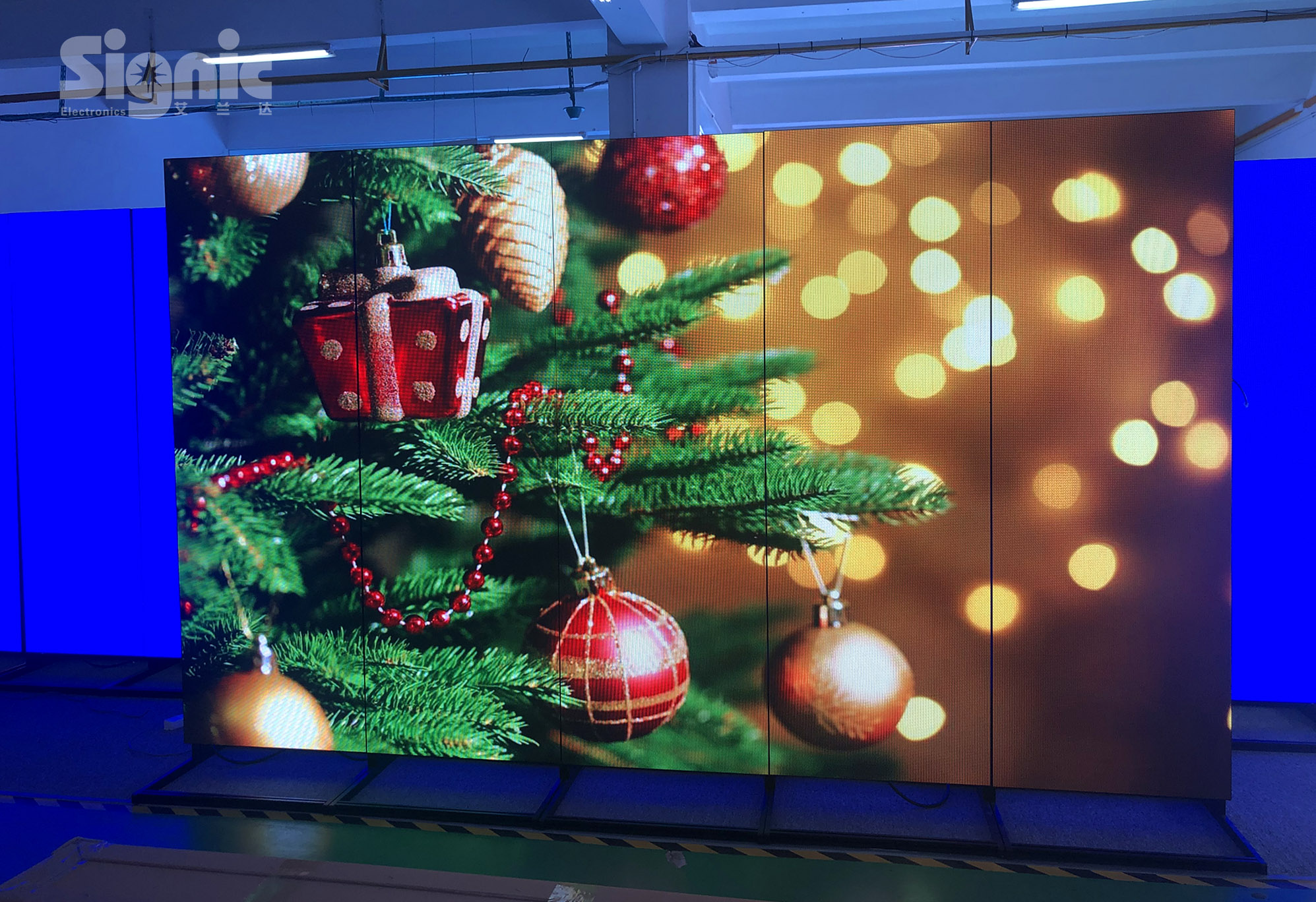 Are you looking for the led poster screen for Christmas advertising?