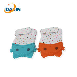 BPA Silicone clothing baby teether gloves China manufacturer