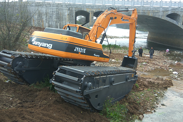 Amphibious Excavator GET200 in shallow water