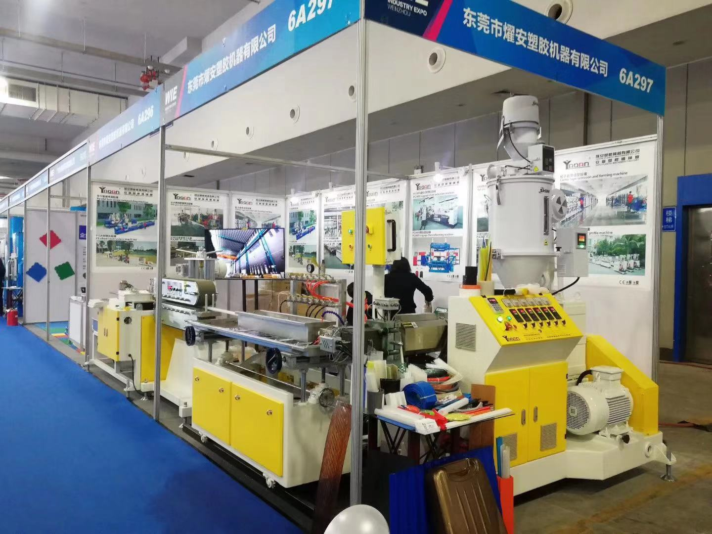 PC led tube light extrusion machine running in 2019 WENZHOU international industry fair