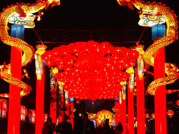red chinese lanterns-Chinese dragon,Channels,Door