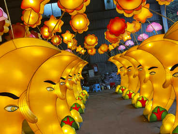 chinese lantern lights outdoor-The moon corridor