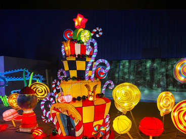 chinese lantern art and craft-A candy house in a fairy tale world