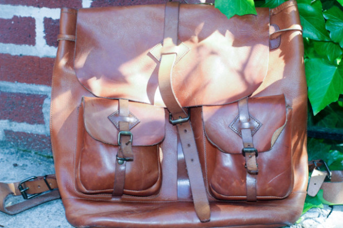 Genuine leather handbags get dirty after a long time,don't throw them away!