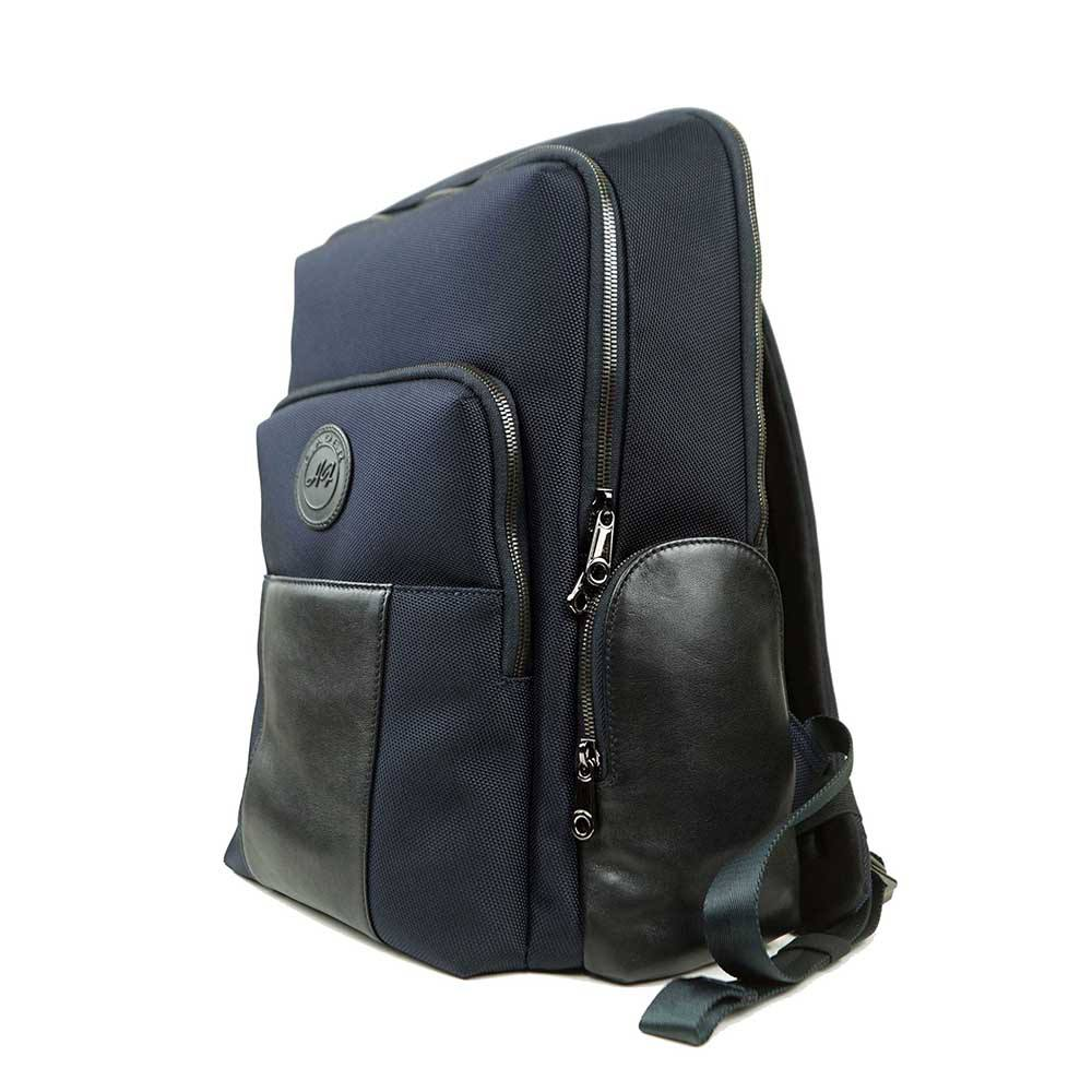 Why everyone loves professional backpacks leather?