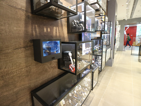 Smart Interactive Retail Displays Screen
