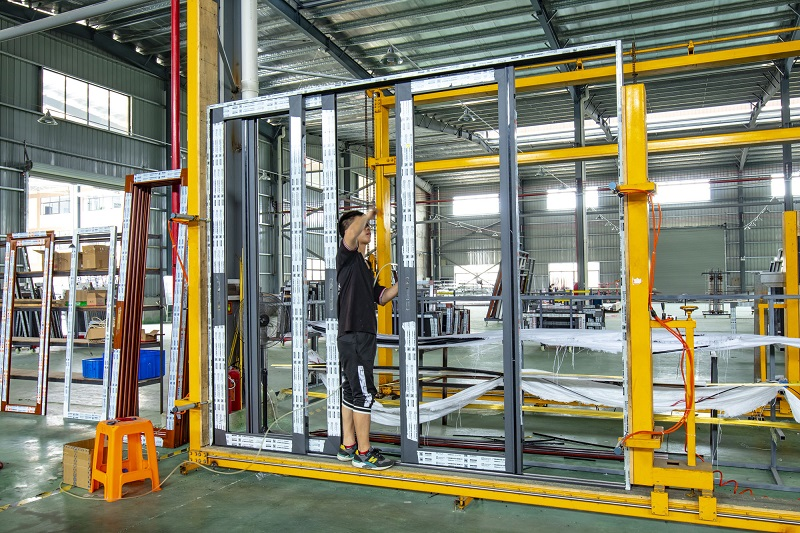 Some tips for cleaning aluminum alloy doors and windows