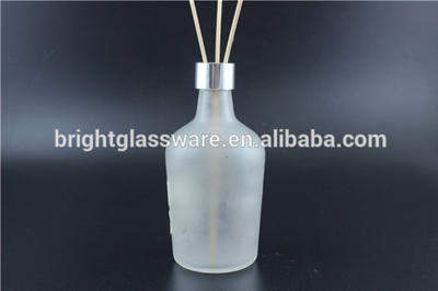 Translucent frosted crystal Perfume Bottle with Puffer Pump Tassel