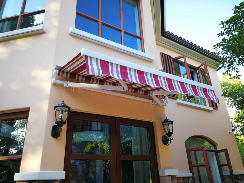 ommercial retractable awning