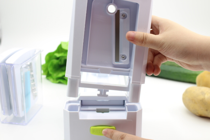 Removable blade tower of the vegetable slicer